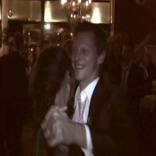 Openingsdans van het bruidspaar uit een trouwvideo